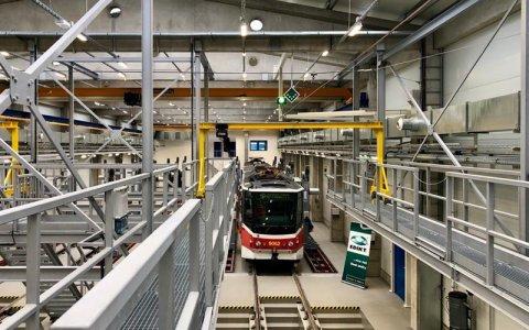 DPP dnes v Hostivaři zprovoznil novou opravárenskou halu pro tramvaje, první po 52 letech
