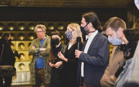 DPP a Galerie hl. m. Prahy dnes ve čtyřech stanicích metra zahájily výstavu Umění za čarou