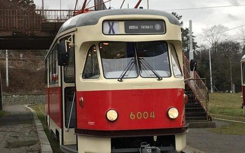 DPP dnes pokřtil dvě tramvaje T2, po necelých 56 letech se vrací do provozu v Praze na nostalgické lince č. 23